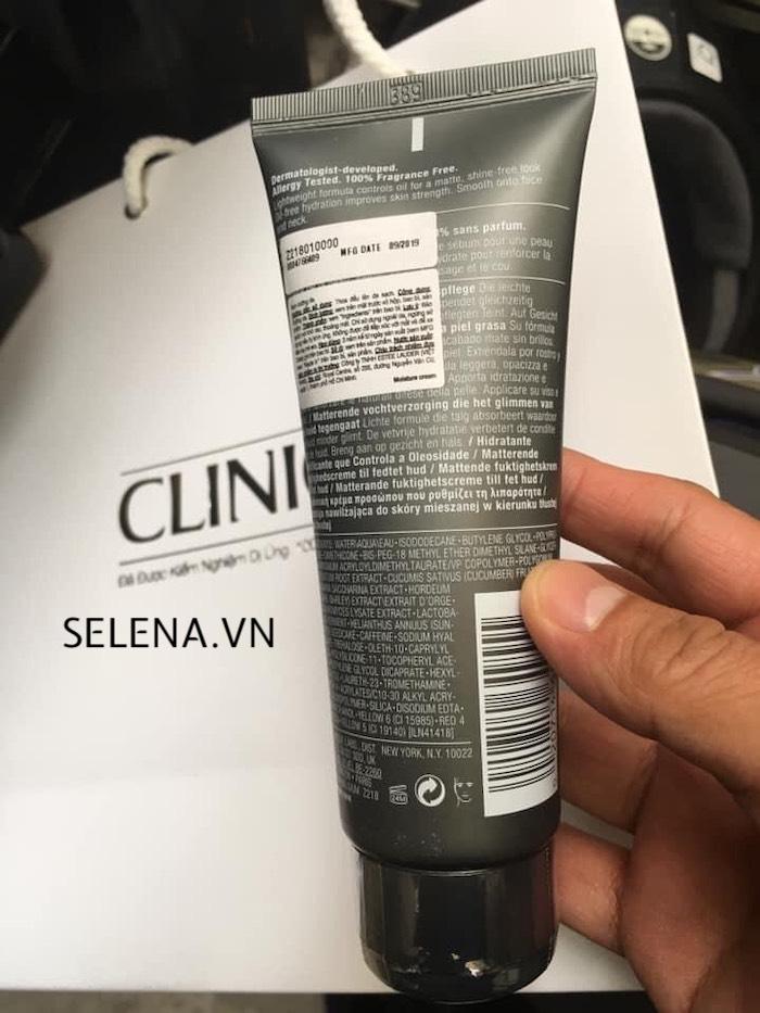 Kem dưỡng ẩm da dầu Clinique For Men Oil Control Mattifying Moisturizer có công thức dịu nhẹ cung cấp độ ẩm cả ngày cùng với các thành phần tăng cường độ săn chắc da.