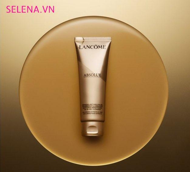 Làm sạch trong khi vẫn giữ được độ ẩm của da, giúp loại bỏ bụi bẩn, mồ hôi và chất bã nhờn mà không làm khô da.