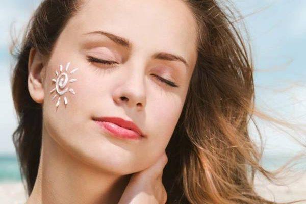 Tia cực tím hay tia tử ngoại, tia UV (từ tiếng Anh Ultraviolet) UVA phá hủy Collagen khiến da nhanh chóng lão hóa. UVB gây bỏng da
