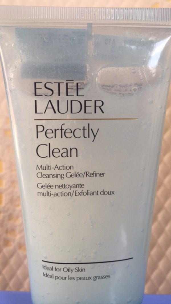 Sữa rửa mặt tẩy tế bào chết Perfectly clean cleansing gelée-refiner 150ml