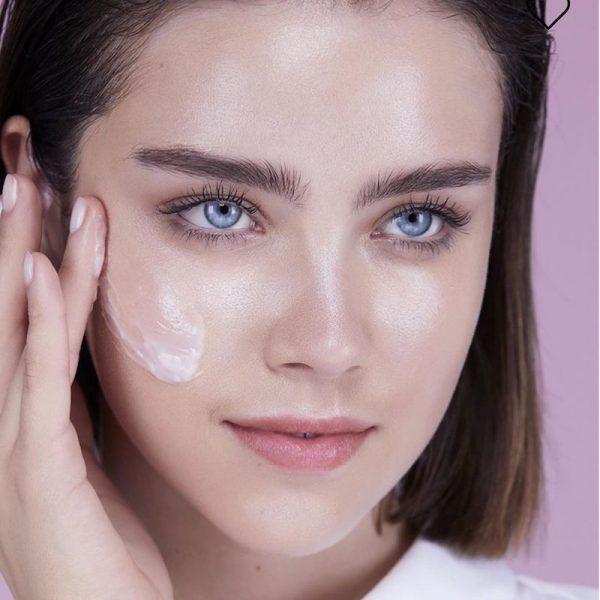 Kem dưỡng ẩm Lancôme làm dịu da, xoá tan căng thẳng cho da, dưỡng ẩm ngay lập tức và khoá ẩm 24 giờ cho da căn mịn tươi trẻ