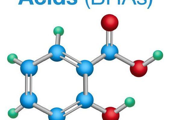 BHA có tên đầy đủ: β-Hydroxy Acids (Axit Beta Hydroxy). Đây là một hợp chất hữu cơ có chứa nhóm chức axit cacboxylic và nhóm chức hydroxy được phân tách bằng hai nguyên tử carbon. BHA tan trong dầu, không tan trong nước.